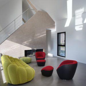 Construction collectif toiture à quatre pans - salon et escalier