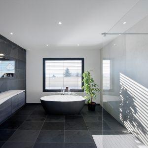Construction collectif toiture à quatre pans - salle de bain