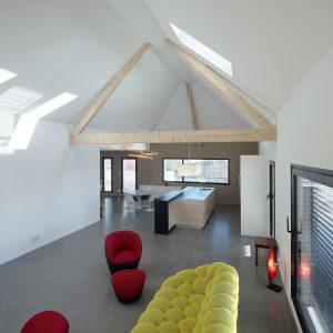Construction collectif toiture à quatre pans - salon, salle à manger et cuisine