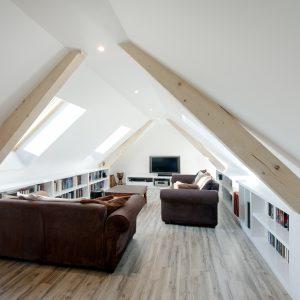 Construction collectif toiture à quatre pans - salon