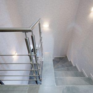 Construction à toiture deux pans - escalier