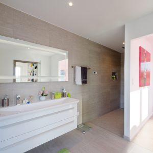 Construction à toit plat - premier étage, salle de bain