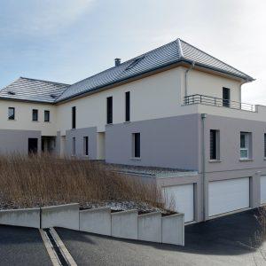 Construction collectif toiture à quatre pans - façade avant et flanc et garage