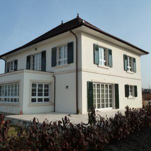 Construction à toiture quatre pans - façade arrière et flanc