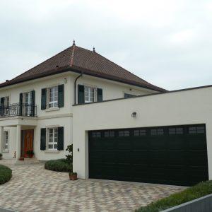 Construction à toiture quatre pans - façade avant, flanc et garage