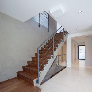 Construction à toiture quatre pans - couloir et escalier