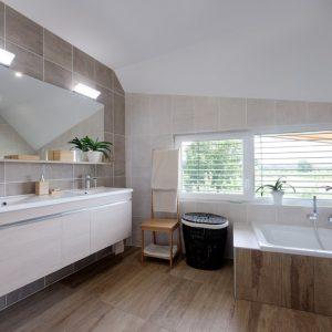 Construction à toiture deux pans - salle de bain
