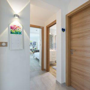 Extension et rénovation - couloir et aperçu des chambres et de la salle de bains