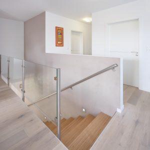 Construction à toit plat - escalier et premier étage