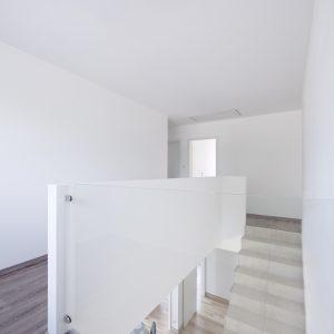 Construction à toiture quatre pans - salle à manger, escalier et premier étage