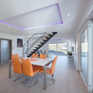 Construction à toit plat - salle à manger et escalier